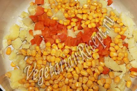 картофельный салат с солеными огурцами - шаг 3