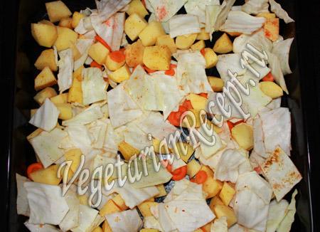 перемешиваем картошку с капустой