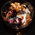 мороженое с черникой и миндальным пралине