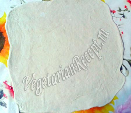 раскатанное тесто для пиццы