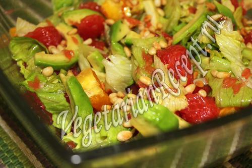 салат с грейпфрутом и кедровыми орешками
