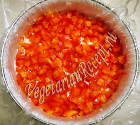 четвертый слой салата с рисом - перец
