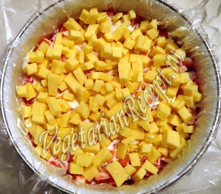 пятый слой слоеного салата - сыр