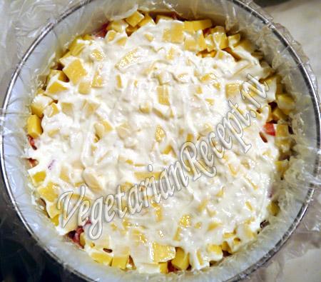 смазываем слой сыра