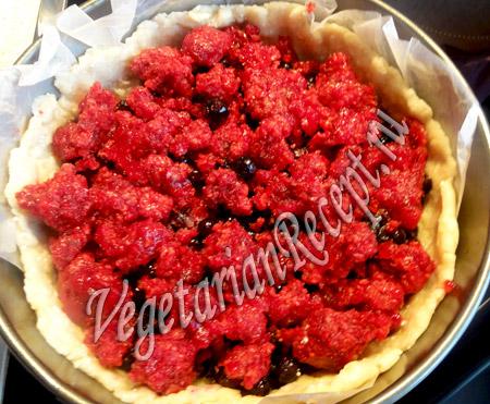 заливной пирог - выкладываем ягоды