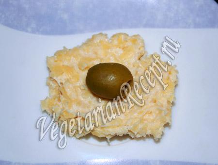 заворачиваем оливки в сырное тесто