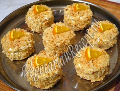 бисквитное пирожное с апельсиновым джемом