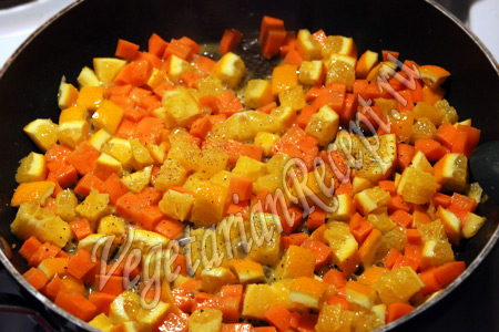 обжариваем апельсин с морковью