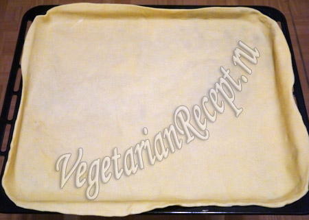 раскатанное тесто для капустного пирога