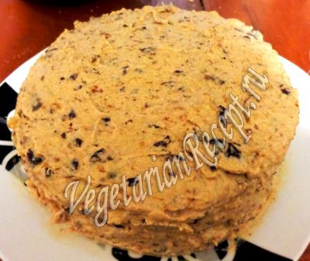 карамельный бисквит в креме с черносливом