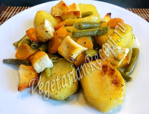 картофель запеченный в духовке с овощами