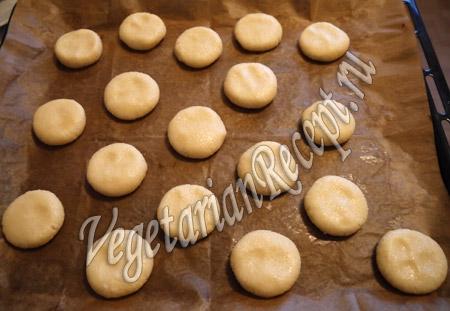 формируем кокосовое печенье с сыром