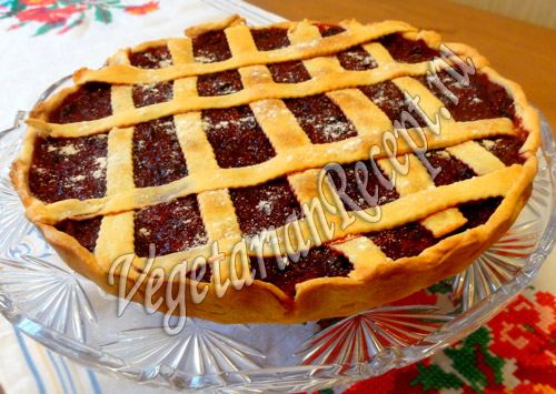 Пирог слоеный с клюквой