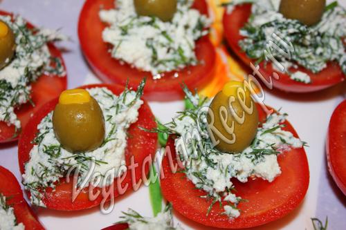 помидоры с творогом и оливками