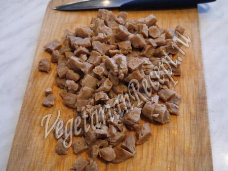 режем соевое мясо