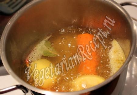 варим овощи для заливного вегетарианского