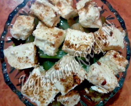 жареный салат с сельдереем, пекинской капустой и сыром фета