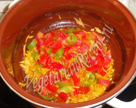 обжариваем перец для чечевичного супа