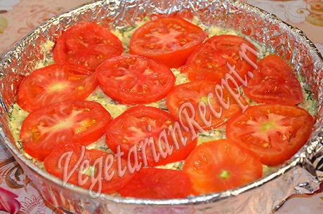 выкладываем на кабачки помидоры