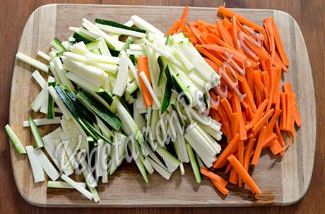 Овощи - цуккини и морковь. Тушеный картофель с овощами