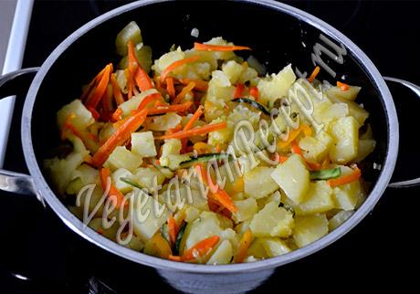 картофель с тушеными овощами