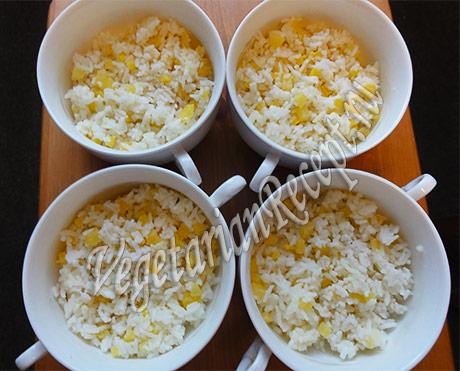 рис с кабачком в формочках