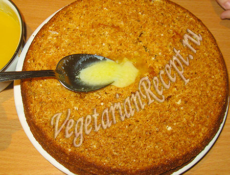пропитываем кремом коржи торта