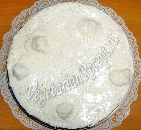 новогодний торт в белой глазури