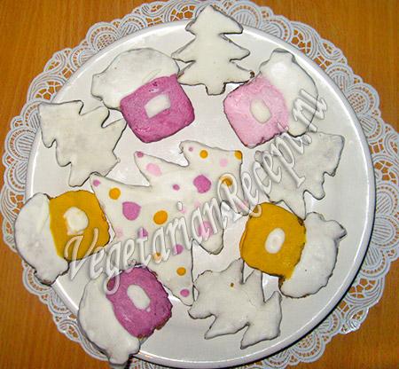 украшаем торт новогодним печеньем
