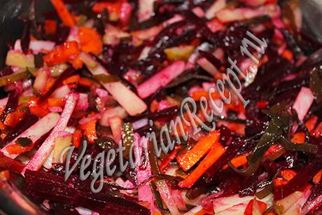 салат с овощами и морской капустой