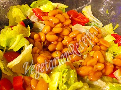 добавляем фасоль в салат