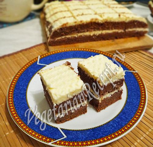 шоколадное пирожное с кремом