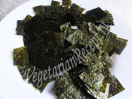 кусочки водорослей нори