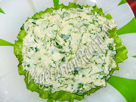 намазываем корж торта из зелени