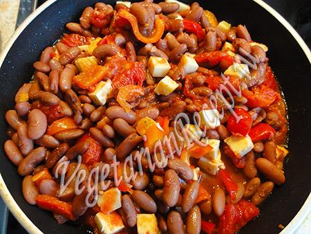 фасоль с сыром и овощами