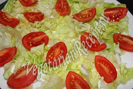 помидоры с салатом