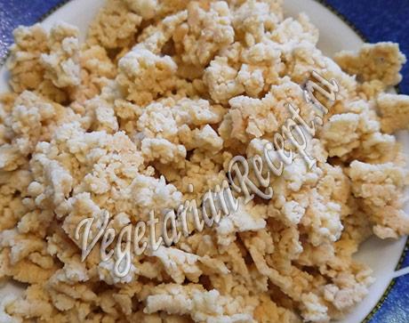 печеные крошки в крем со сгущенкой