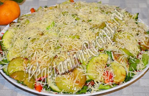 салат из жареными кабачков с авокадо