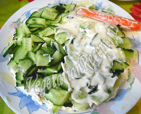 салат под шубой - огурцы