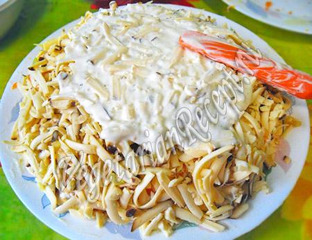 слой салата из вегетарианского сыра