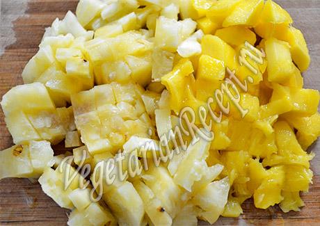 фрукты - банан и манго