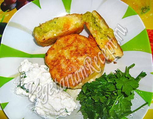 жареные пирожки из цветного пюре