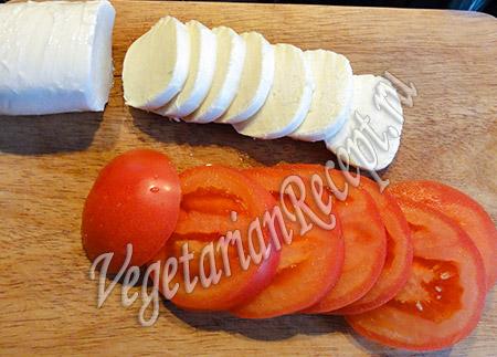 сыр для слоек и помидоры
