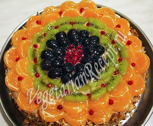 Торт с фруктами и желе. Фото