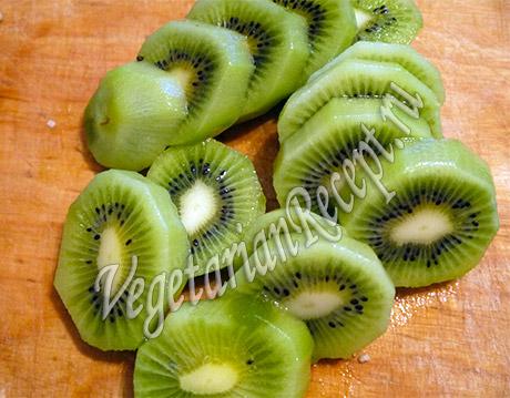 киви порезанный для фруктовой прослойки