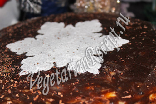 украшаем торт сахарной пудрой