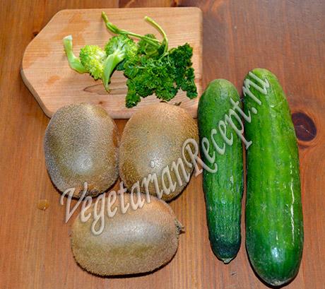 зеленые овощи и киви для коктейля
