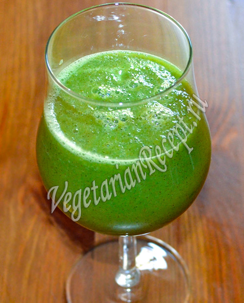 зеленый коктейль из киви, огурцов