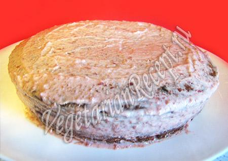 обмазываем торт кремом со всех сторон