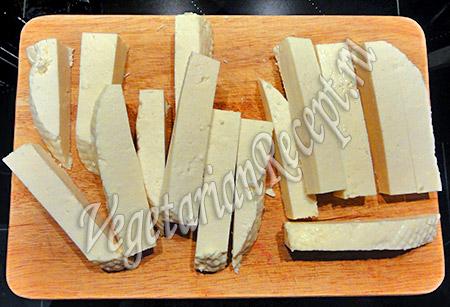 нарезанный сыр для рулетиков